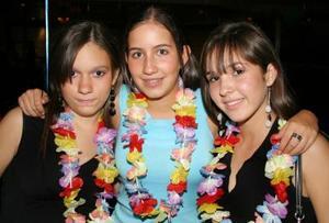 Brenda Humphrey, Yolanda Muirra y Mary Pily Roel, en reciente festejo social.