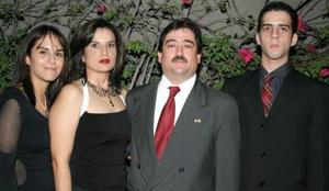 Gilda Rodríguez de Gutiérrez y Álvaro Gutiérrez, con sus hijos Ana Isabel yÁlvaro Antonio Gutiérrez Rodríguez.