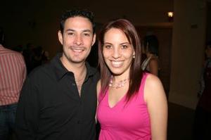 <u><i> 13de octubre de 2004</u></i><p>  Adrían Menéndez y Valeria Martínez de Menéndez.