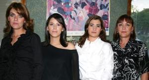 Martha Garza de Valdés, captada con algunas de la invitadas a la fiesta de canastilla que le ofrecieron al bebé que espera.
