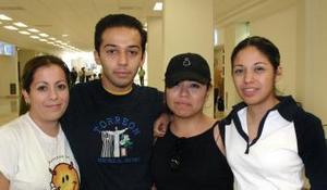 <u><i> 14 de octubre de 2004</u></i><p>  Mary Carmen Cobián, Perla Lozano, Selene de la Rosa y Cristian Moreno.