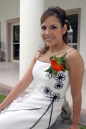 <u><i> 15 de octubre de 2004</u></i><p>  Alma Luján Aguilar, captada en el festejo que le organizaron por su próximo matrimonio con Gregorio Ruiz Reyes.