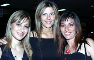 <u><i> 15 de octubre de 2004</u></i><p>   Elizabeth Gilbert, Gaby de Barradas y Lenny G. de Collier.