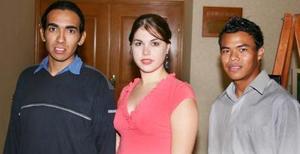 Gabriel Falcón, Angélica R. e Isaí Lee.