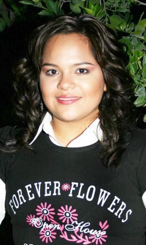<u><i> 15 de octubre de 2004</u></i><p>  Ana Isabel Durán Ruelas celebró su cumpleñaos en días pasados, con una agradable reunión.