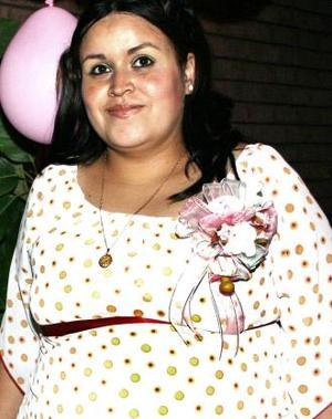 <u><i> 16 de octubre de2004</u></i><p>  Claudia Martínez de Díaz, captada en la fiesta de regalos que le ofrecieron.