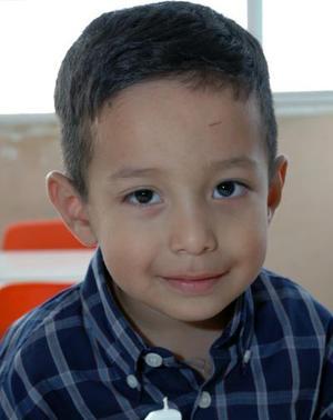 Óscar Pedroza Fraire cumplió cuatro años vida recientemente, y los celebró con una divertida piñata.