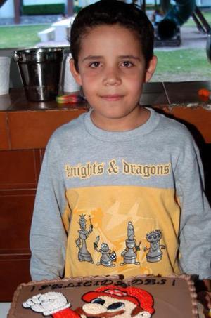Jaime David Contreras López disfrutó de una divertida piñata, con motivo de su octavo cumpleaños.
