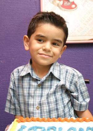 Rolando Cavazón Covarrubias disfrutó de una merienda por su quinto cumpleaños.