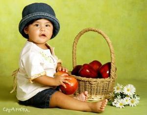 Oralecsi Sotelo Aldama, en una fotografía de estudio con motivo de su primer año de vida., es hijita del Lic. Héctor Sotelo y de la Ing. Oralia aldama de Sotelo.