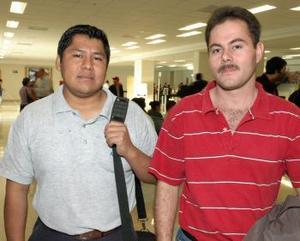 <u><i> 15 de octubre de 2004</u></i><p>  Alejandro Quintana viajó al DF y fue despedido por Juan Navarro.