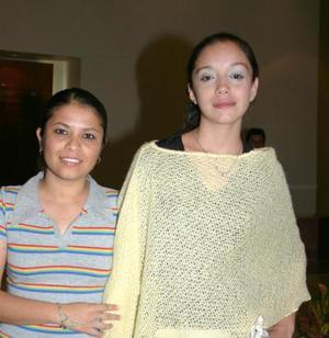 Mily González y Karla Sotelo.