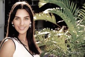 Srita. Bárbara Murra Sánchez, en una fotografía de estudio., es hija  de los señores Luis Murra Ruenes y Noemí de Murra.