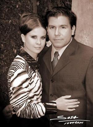 Jorge Chávez Suárez y L.D.G. Brenda Salum Castillo efestuaron su presentación religiosa, en la parroquia del Santo Cristo el sábado 18 de septiembre de 2004.