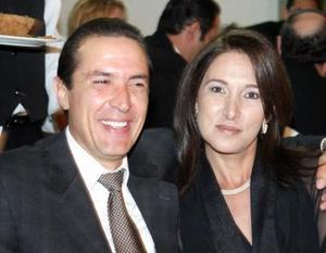 José Cavazos y Adriana de Cavazos.