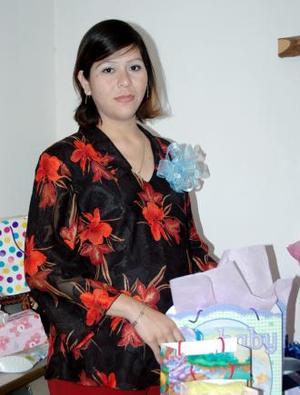 Selene Luna de Rimada, captada en la fiesta de canastilla que le ofrecieron al bebé que espera en  días  pasados.