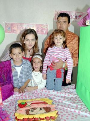 Andrea y MArifer Quirarte Romo celebraron cinco y ocho años de vida, respectivamente, y sus papás, Armando Quirarte y Mayela Romo de quirarte, y su hermanito Pepe las festejaron con  un grato convivio.