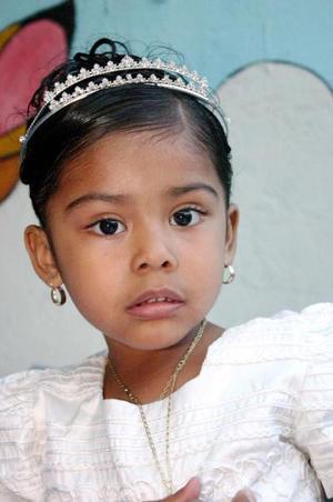 La pequeña Natalia Andrea Villa  Puentes festejó sus tres años de vida, con una merienda que le prepararon sus papás,  Agustín Villa Mata y Marisol Puentes Espinoza.