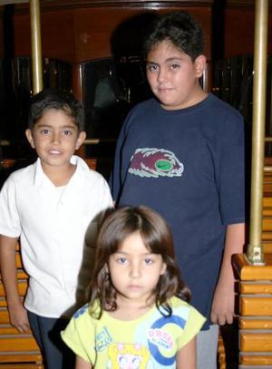Michelle Ramos, Miguel Ramos y Yair Herrera.