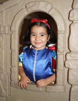 <u><i> 17 de octubre de 2004</u></i><p>  Sara Isabel  Parra Artea celebró su tercer cumpleaños en días pasados, con una divertida reunión.
