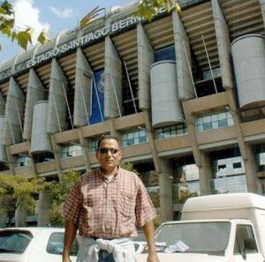 Federico Jiménez de Dios, captado frente al estadio Santiago Bernabeu, sede del equipo Real Madrid.