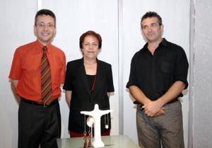 Giles Gurey, María Elena Arenal y el francés Olivier Leroi.