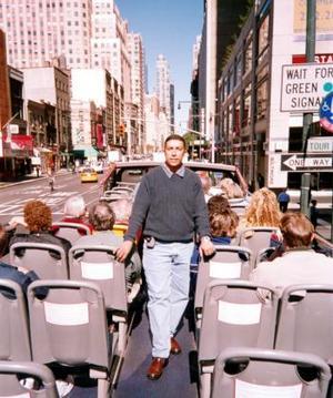 Humberto Aguilera Aguirre de paseo por las calles de Nueva Tork, en sus más recientes vacaciones por aquel país.
