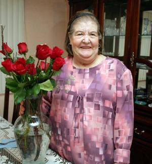 <u><i> 17 de octubre de 2004</u></i><p>  Sra. Guillermina Sánchez de Carbajal celebró su cumpleñaos, con una agradable reunión que le prepararon sus hijas.