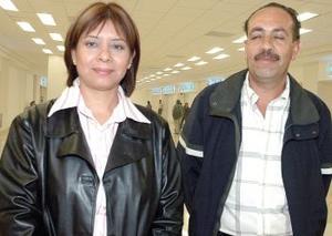 <u><i> 17 de octubre de 2004</u></i><p>  Gustavo Íñiguez viajó a la Ciudad de México, lo despidió Francisca Sánchez.