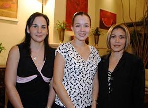 Beatriz de Corzó, Liliana de Corzó y Mayra de González