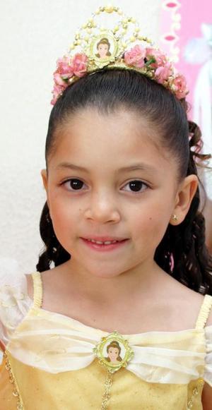 <u><i> 18 de octubre de 2004</u></i><p>  Regina González Orozco, captada en su fiesta de cumpleaños