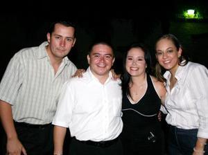 Leilani Flores Carrillo, y Juan Francisco Landeros disfrutaron de una despedida de solteros, que les ofrecieron Eduardo Medina y Blanca Rodríguez