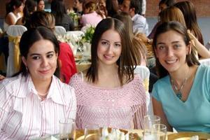 <u><i> 19 de octubre de 2004</u></i><p>  Rosario Chaib, Sophia Martin y Velina Murra.