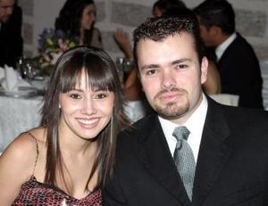 <u><i> 19 de octubre de 2004</u></i><p>   Rhoda Real y Alejandro Gidi.