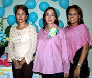 Ana Gabriela Román de Suárez junto a su mamá, Elsa Reyes de Román y su hermana Mariana