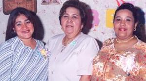 Eira Gutiérrez de Santibañez y Azucena M. de Gutiérrez disfrutaron de una fiesta de canastilla, que les ofreció Hilda Estela de Gutiérrez