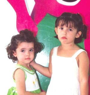 Loretta Meléndez Hiriart acompañada por su hermana Julia, el día que la festejaron al cumplir cuatro años.