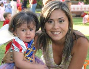 Massiel Manzanera de Anaya con su hijita Isabela Anaya Manzanera