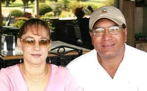 <u><i> 20 de octubre de 2004</u></i><p>  Rosa Delia de Wong y Juan Alberto Wong