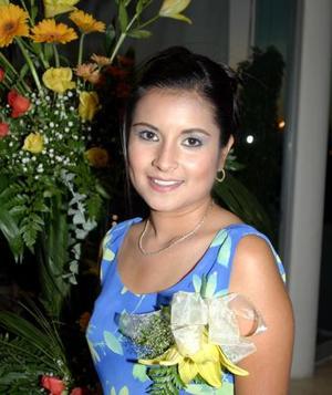 <u><i> 20 de octubre de 2004</u></i><p>  Liliana Mora Aguilar, en su primera despedida de soltera.