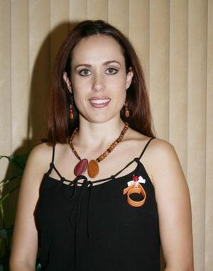 Marina González López, en la despedida que le ofrecieron por su cercana boda.