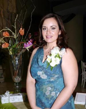 <u><i> 21 de octubre de 2004</u></i><p>  Rosa Amalia Jaik Muñoz, captada en la despedida que le ofrecieron recientemente.
