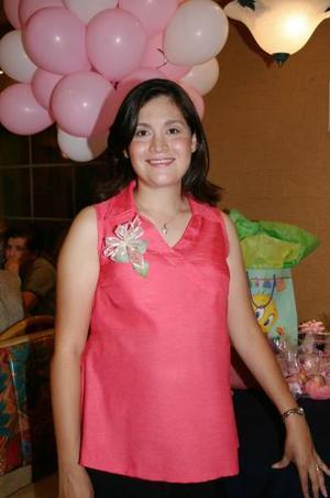 <u><i> 21 de octubre de2004</u></i><p>  Coco Valles de Vélazquez disfrutó de una fiesta de canastilla, que le ofrecieron al bebé que espera.