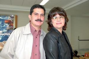 <u><i> 21 de octubre de 2004</u></i><p>  Fernando y Dgna Luna viajaron con destino a la capital del país.