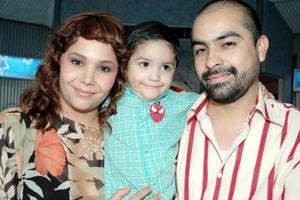 <u><i> 21 de octubre de 2004</u></i><p>  Ramón Castro y Yelile Dipp de Castro festejaron con un convivio a su hijo Sebastián, con motivo de su tercer cumpleaños