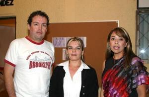 Salvador Guerrero, Rosy Padilla e Isela Rivadeneyra.