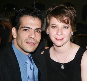 <u><i> 22 de octubre de 2004</u></i><p>  Sergio Kaim y Karla Alemán.