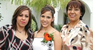 Cristina Luján de Torres y Lupita Reyes de Ruiz le ofrecieron una despedidad a Alma Aguilar, por su cercano matrimonio con Gregorio Ruiz Reyes.
