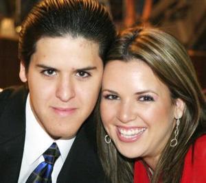 <u><i> 23 de octubre de 2004</u></i><p>  ICarlos Uribe y Claudia Uribe.