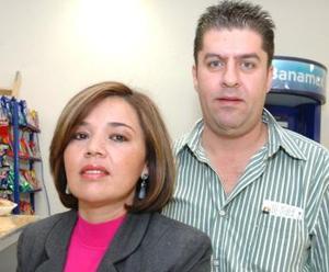 Mariana Arvizu y alfredo Curi Iza viajaron con destino a la Ciudad de México.